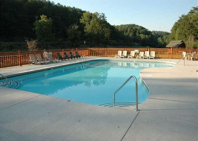 Smoky mountain cabin rentals with swimming pool access for Smoky mountain cabin rental with private pool