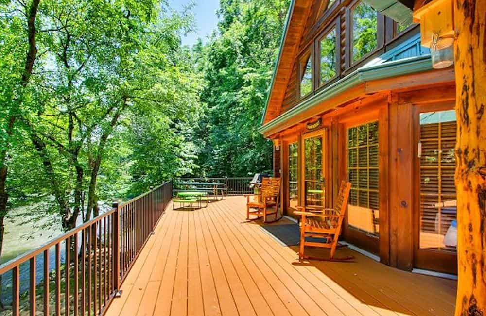 4 Unexpected Bonuses Of Staying At A Secluded Smoky Mountain Cabin On The River Pigeon Forge Cabins Gatlinburg Cabins Smoky Mountain Cabin Rentals Pigeon Forge Tn